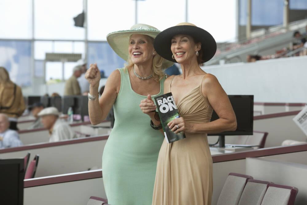Elegante Damen mit Hüten