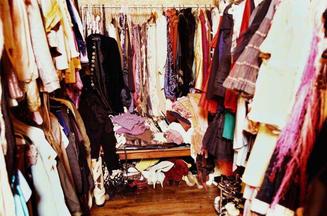 Chaotische Kleiderkammer