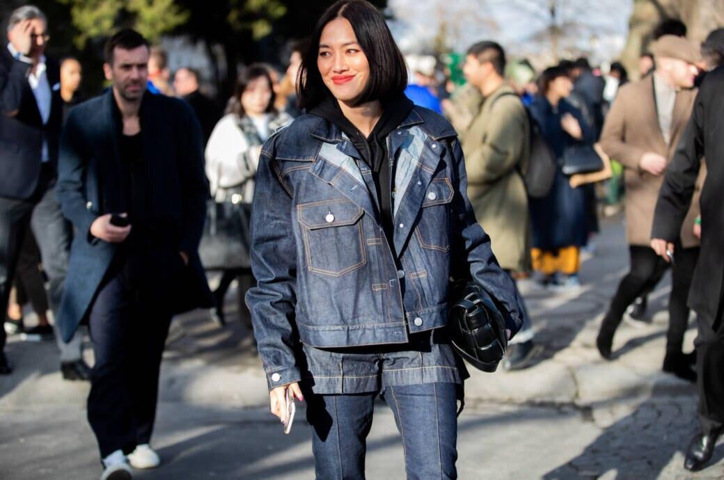 Frau in Jeans-Streetstyle