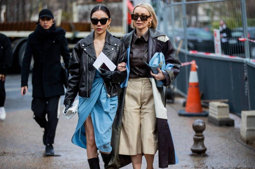 Frauen in Lederjacken