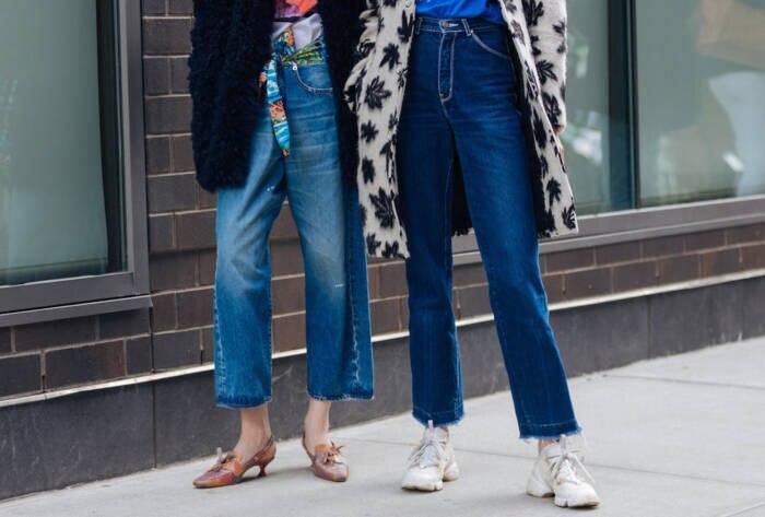 Frauen in Jeans