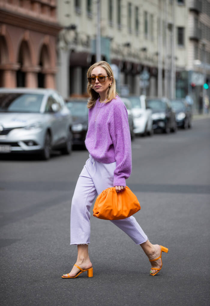 Frau in Color Blocking