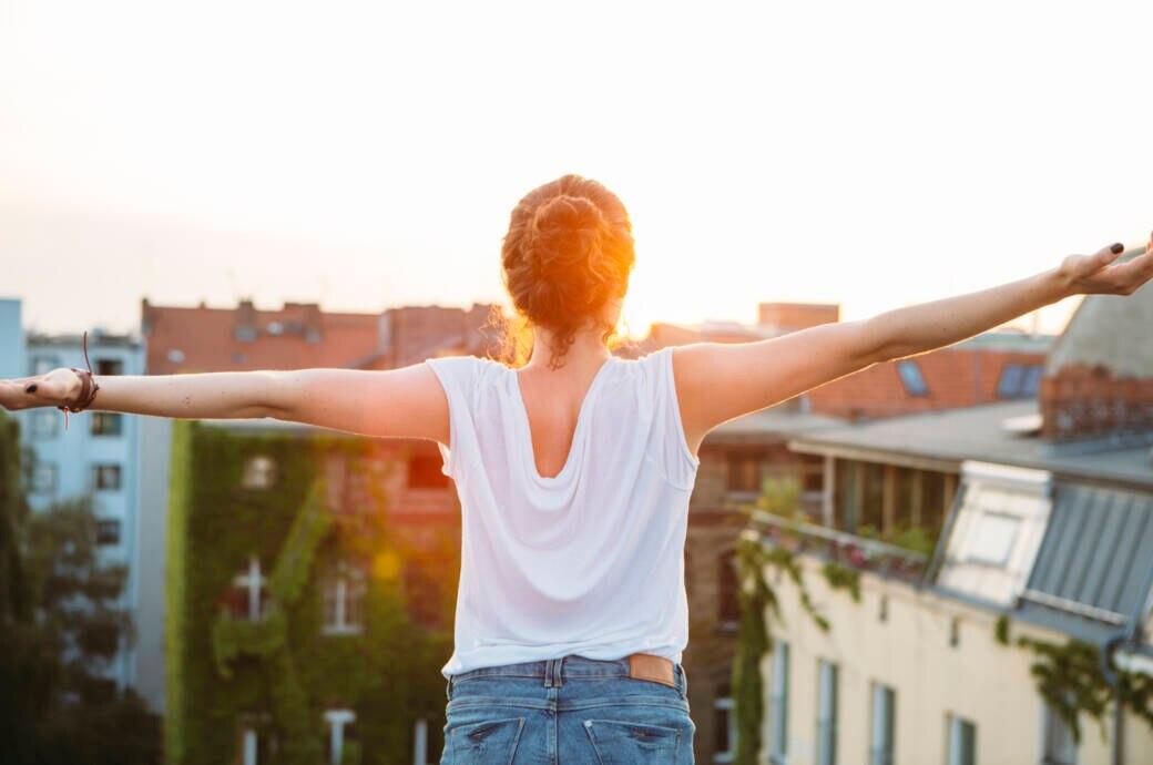 Pickel an Dekolleté und Rücken – das rät der Dermatologe!