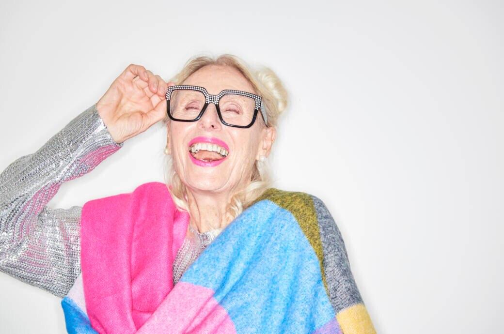 Ältere Frau mit reifer Haut und Make-up
