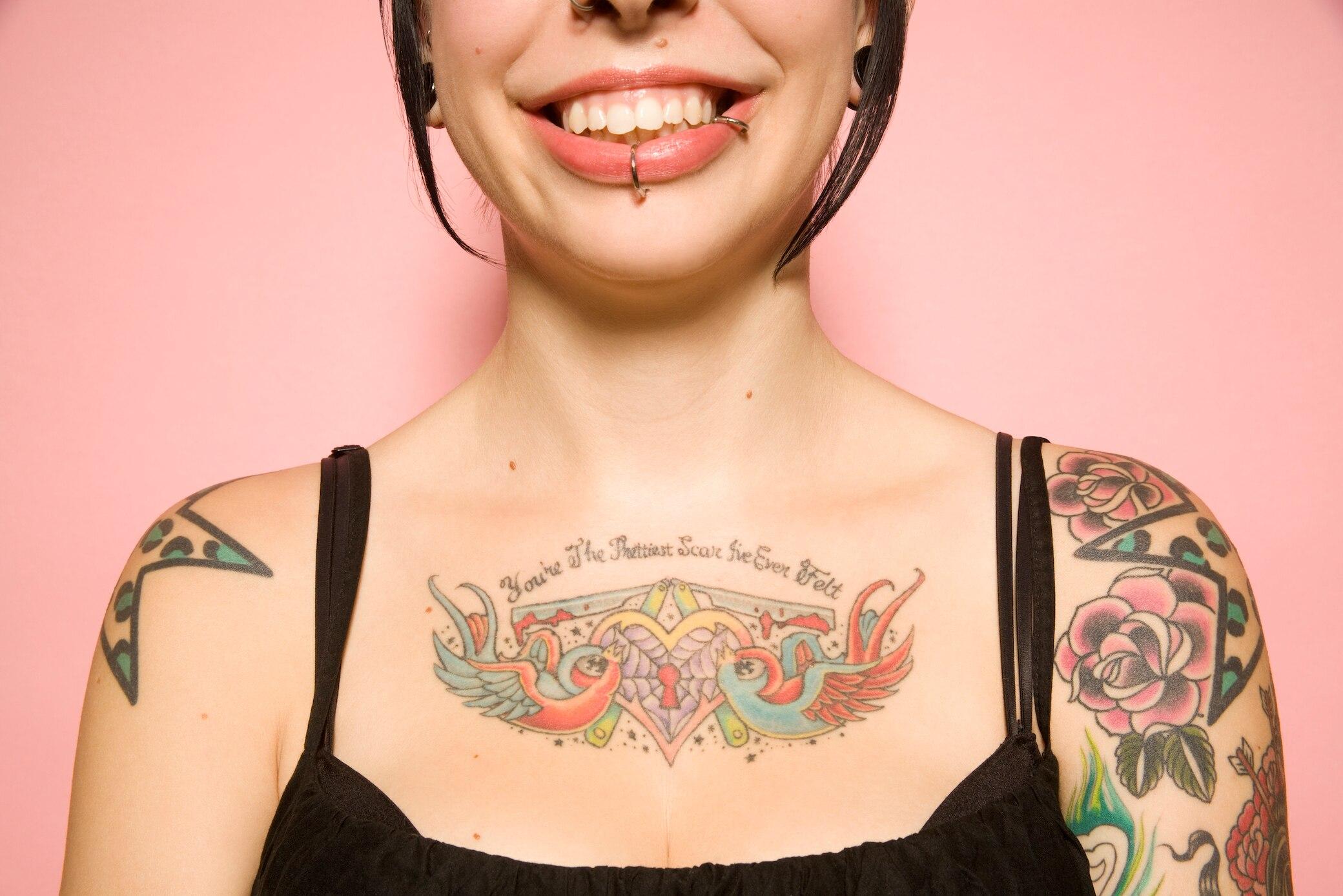 Frau tattoo brust motive 25 Tattoo