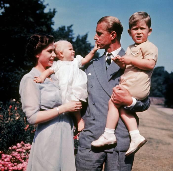 Queen und Prinz Philip mit Kindern