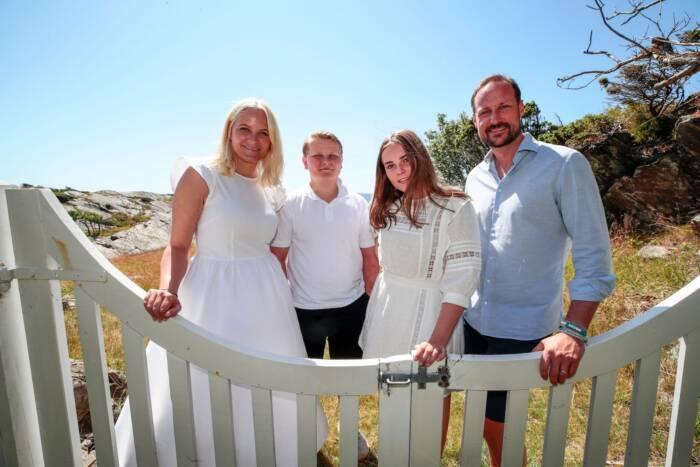 Mette-Marit. Sverre-Magnus, Ingrid-Alexandra und Haakon