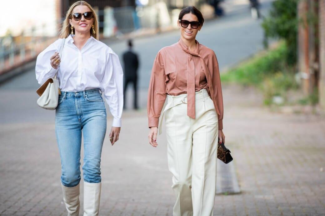 Frauen mit High Waist Jeans und Hose