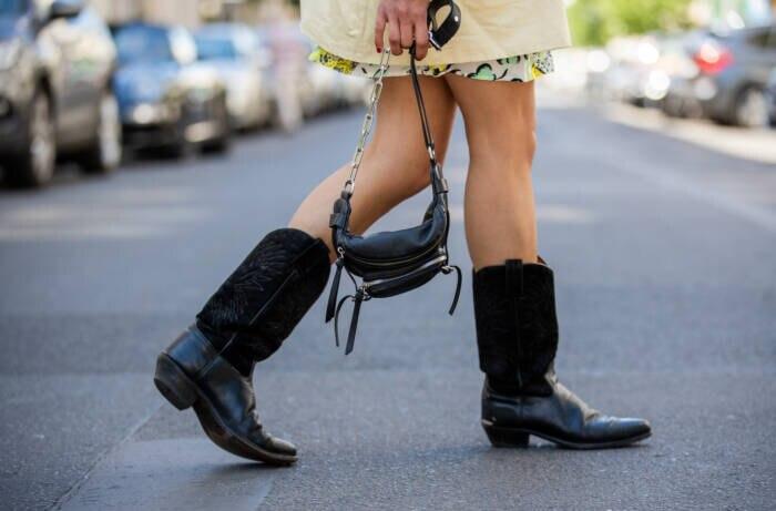 Frau in Cowboy Boots