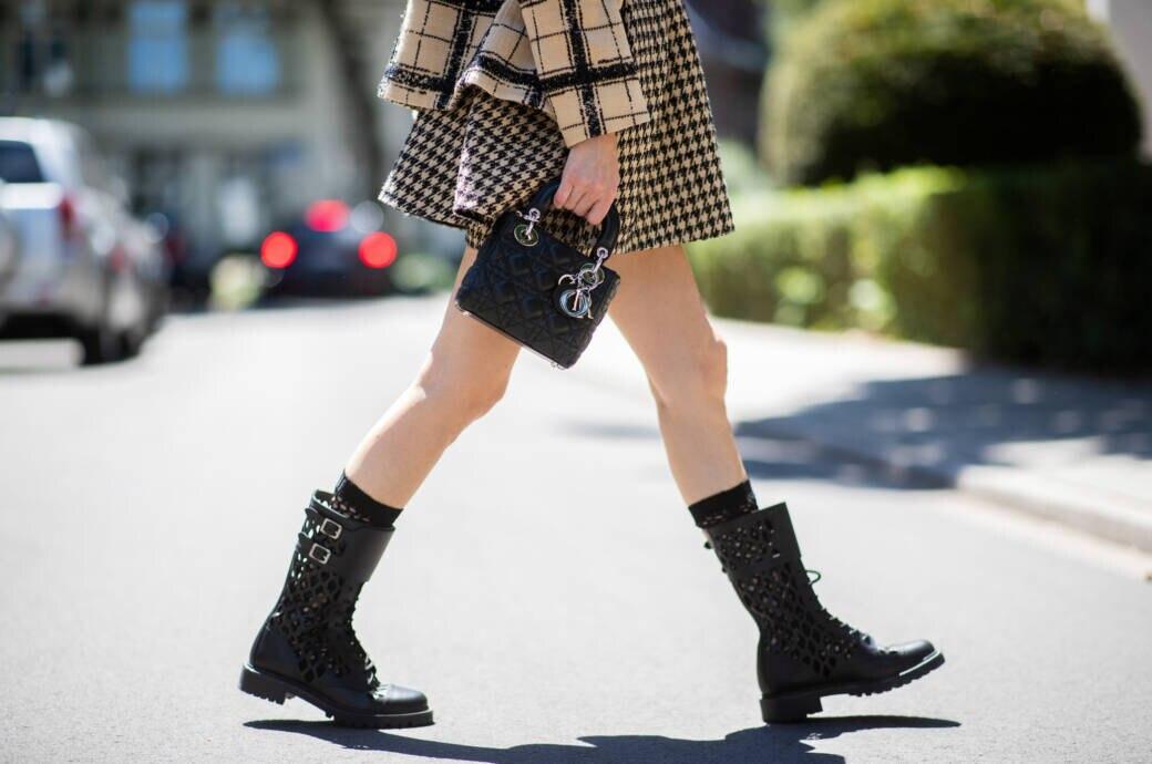 Frau in Boots