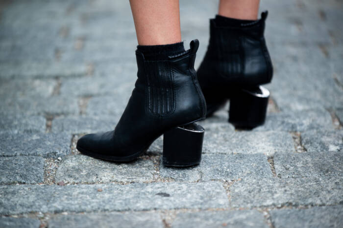 Frau in Ankle Boots