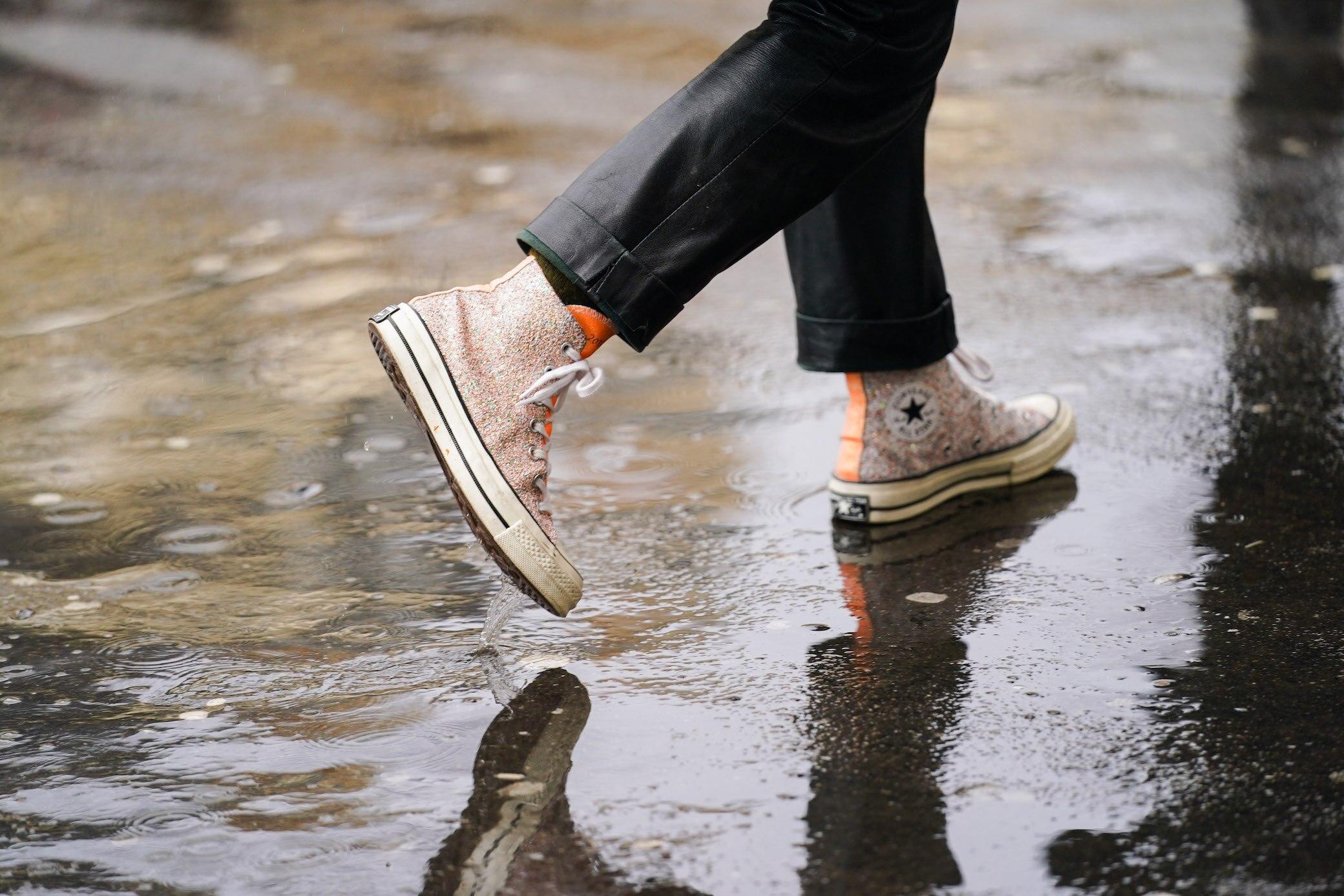 Was hilft, wenn Schuhe quietschen?