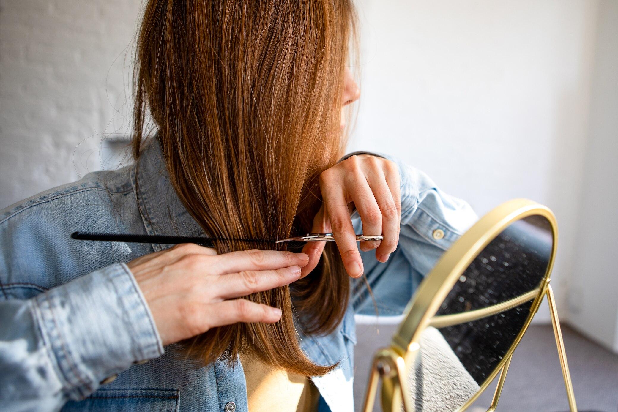Frauen lange schnitt haare Pompadour Frisur