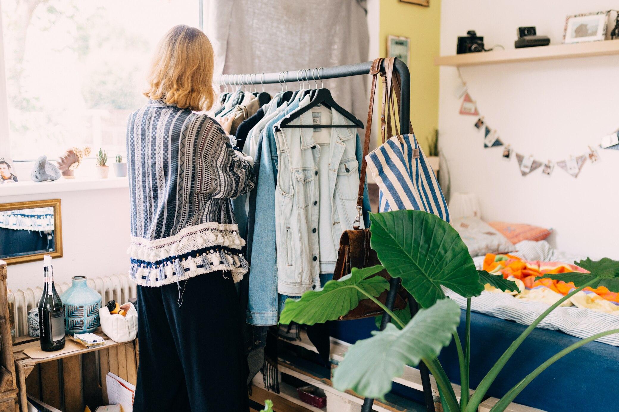 Wo man gebrauchte Kleidung am besten online verkaufen kann