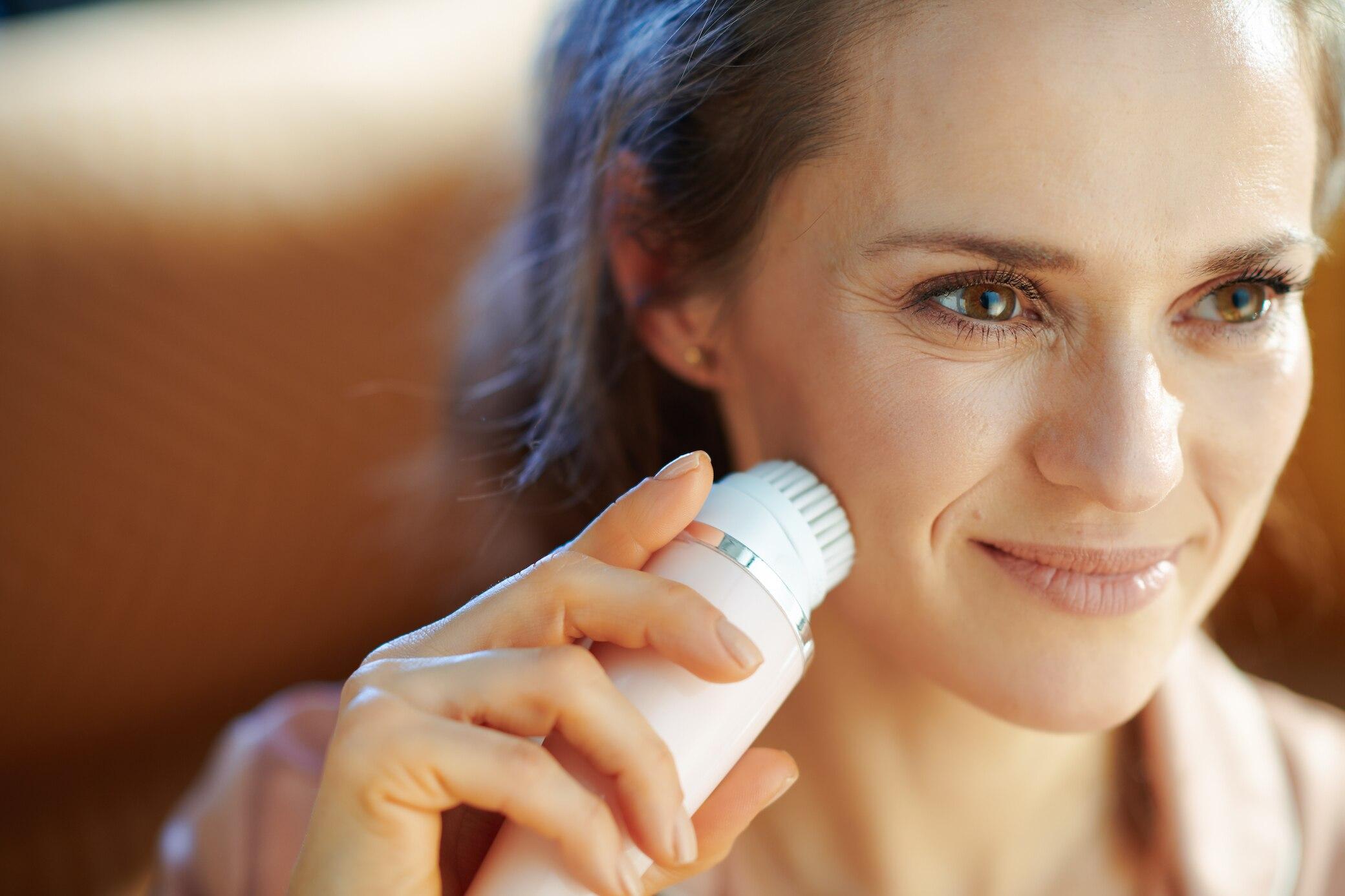 Beauty-Produkt-im-Test-Lohnt-sich-der-Kauf-einer-elektrischen-Gesichtsb-rste-