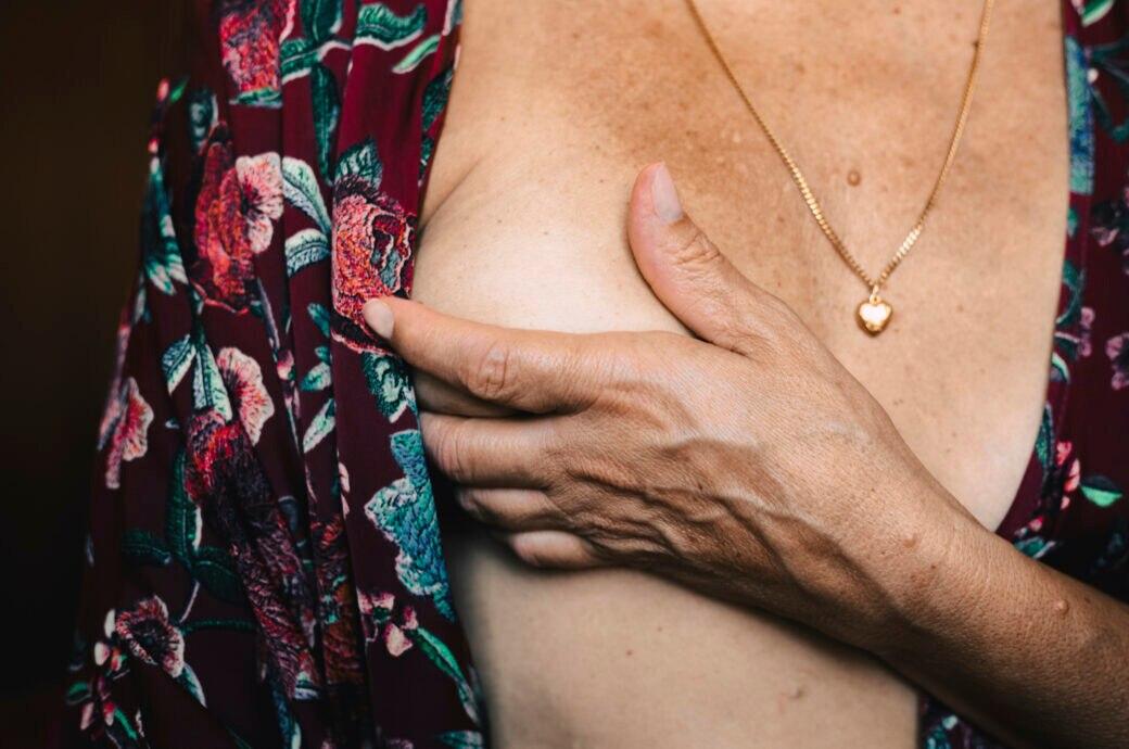 Hängen brüste Brüste hängen
