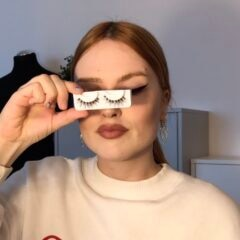 Frau mit Fake Lashes mit Wimpernband