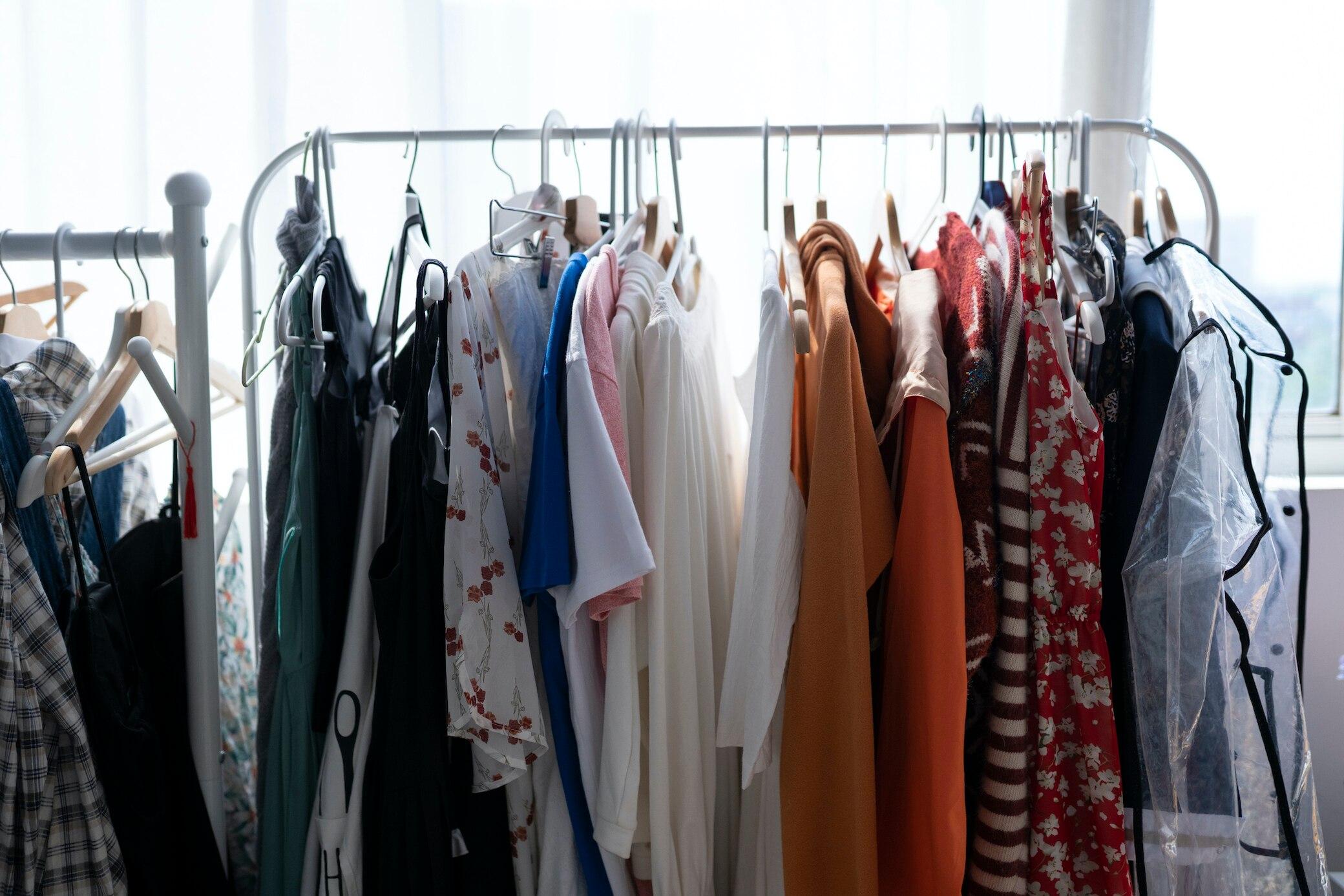 9 Fehler, die Ihre Kleidung ruinieren und wie es besser geht- STYLEBOOK