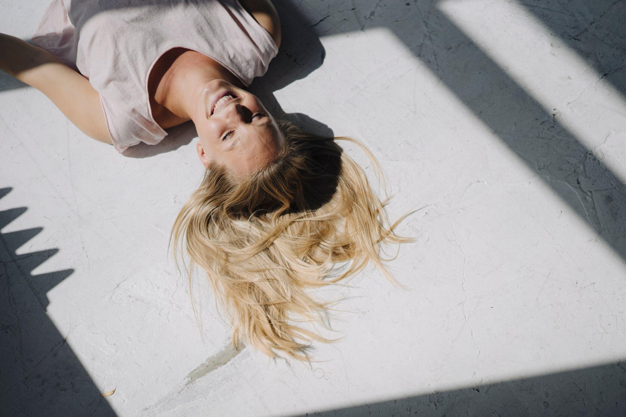 Was-wirkt-was-nicht-Blonde-Haare-nat-rlich-aufhellen-3-Methoden-im-Selbsttest