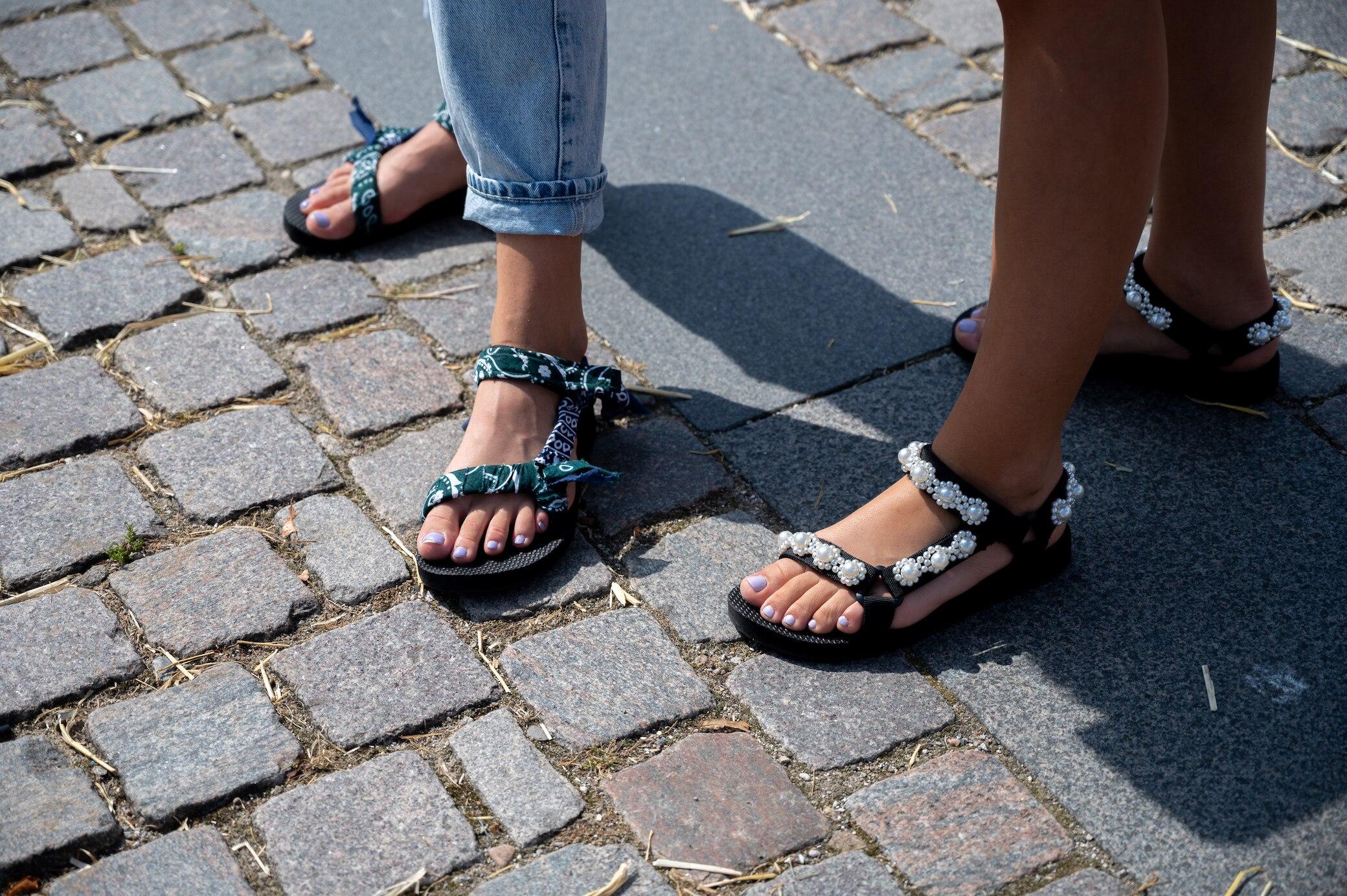 3-Styles-f-r-den-Fr-hling-Shop-Neuheiten-Trend-Sandalen-von-H-038-M-Mango-und-Zara-im-Check